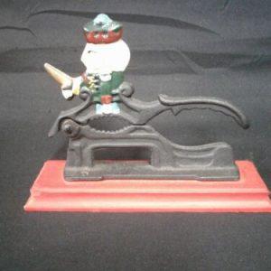 Die Cast & Cast Iron nut cracker cast iron wooden stand patriotic man on top