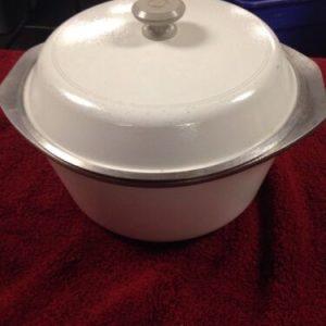 Pots, Pans, Baking Club Aluminum Dutch Oven 4½ quart, White Sits Flat Ringed Bottom [tag]